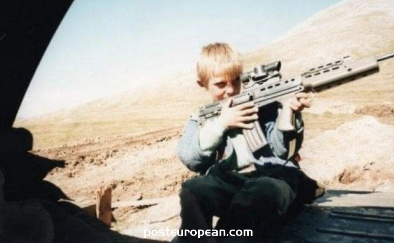 英國士兵正在從波黑尋找一個男孩,他在1995年向他提供了巧克力