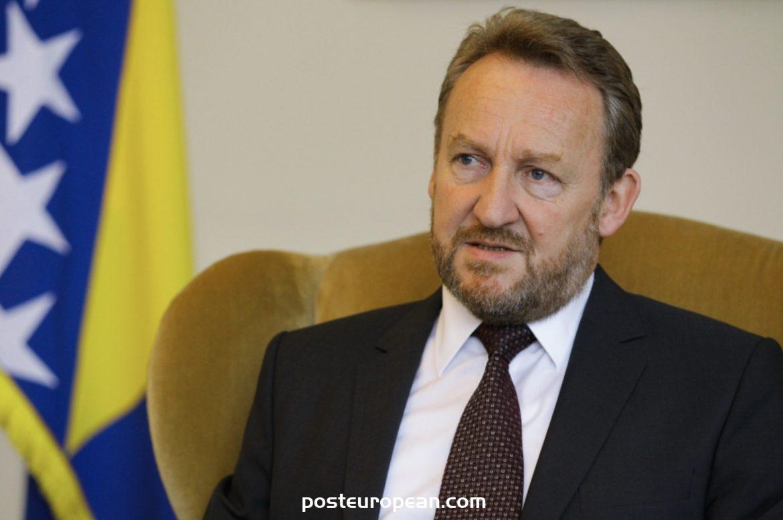 波斯尼亞和黑塞哥維那總統府前主席巴基爾·伊澤特貝戈維奇對冠狀病毒呈陽性反應