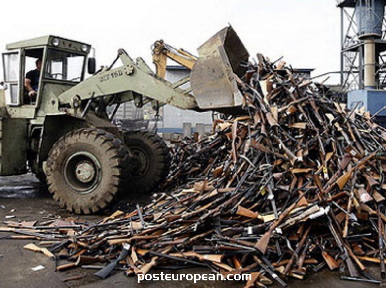 在波斯尼亞和黑塞哥維那銷毀了1,800多種小武器和輕武器