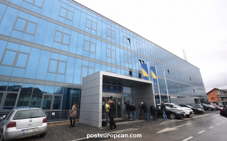 對十六名威脅波斯尼亞和黑塞哥維那安全的外國國民發布了驅逐令